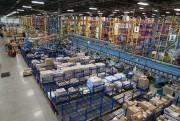Le centre de distribution lavallois est 2,5 fois... (PHOTO IVANOH DEMERS, LA PRESSE) - image 1.0