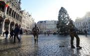 Bruxelles reste mardi en état d'alerte maximale après... (PHOTO EMMANUEL DUNAND, AFP) - image 1.0