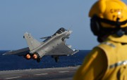 La France a engagé lundi son porte-avions contre le groupe État... (PHOTO AFP) - image 2.0