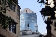 Perchées ici et là au sommet des gratte-ciel, à quelques... (AFP, Issac Lawrence) - image 2.1