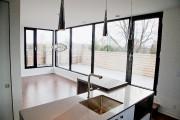 L'appartement-terrasse de 870pi2, au plafond de 10piedset demi... (PHOTO ALAIN ROBERGE, LA PRESSE) - image 1.1
