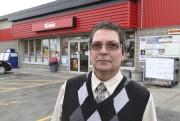 Mario St-Pierre, propriétaire de la Tabagie Super Club... (Janick Marois, La Voix de l'Est) - image 1.0