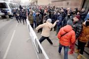 Les manifestants, quasiment tous des hommes âgés de... (AFP, Kirill Kudryavtsev) - image 2.1