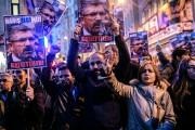 Des manifestants à Istanbul brandissent des photos de... (PHOTO OZAN KOSE) - image 2.0