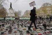 Une centaine de personnes ont été arrêtées à... (Photo Laurent Cipriani, AP) - image 1.0