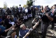 Des auteurs présumés de la fusillade survenue en... (AP, Chris Carlson) - image 2.0