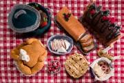 Un repas traditionnel des Fêtes tricoté serré par... (Jessy Bernier, Icône) - image 3.0