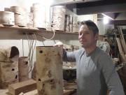 Jean Larose, confectionne des lampes en écorces de... (PHOTO FOURNIE PAR L'ARTISAN) - image 3.0