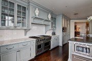 Les tons de gris priment dans la cuisine.... (PHOTO FOURNIE PAR PROFUSION IMMOBILIER) - image 2.0