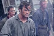 Chris Hemsworth dans Au coeur de l'océan... (Fournie par Warner Bros) - image 1.0