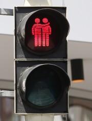 Les feux piétons de signalisation où des couples... (PHOTO DIETER NAGL, AFP) - image 1.0