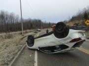Un véhicule Mazda a fait des tonneaux et... (La Tribune, René-Charles Quirion) - image 2.0