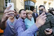 La chancelière allemande prend la pose pour des... (PHOTO FABRIZIO BENSCH, ARCHIVES REUTERS) - image 2.0