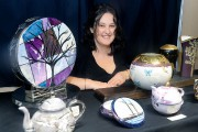 Isabelle Lafarguepeint sur des objets de porcelaine qu'elle... (Le Soleil, Jean-Marie Villeneuve) - image 5.0