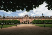 La place des Vosges... (PHOTO ARCHIVES AFP) - image 2.0