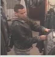 Un homme est recherché pour avoir volé un... (fournie par le Service de police de Granby) - image 3.0