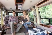 Danielle et Mathieu dans leur camion.... (Photo fournie par les voyageurs) - image 1.0