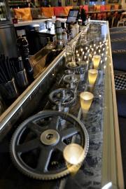 Des engrenages tournent dans le nouveau bar du... (Le Soleil, Patrice Laroche) - image 2.0