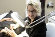 L'esthéticienne Nathalie Michaud reçoit les confidences de ses... (Photo Le Progrès-Dimanche, Jeannot Lévesque) - image 4.0