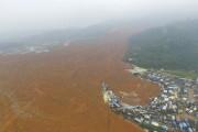 Une vue aérienne de la catastrophe qui a... (PHOTO REUTERS/STRINGER) - image 1.0