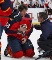 Jagr a craché beaucoup de sang et a... (Associated Press) - image 3.0