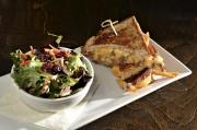 Le grilled-cheese àlapoutine sauce végétarienne et sans gluten... (Le Soleil, Patrice Laroche) - image 2.0