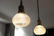 Ces deux lampes suspendues ont été le point... (Le Soleil, Erick Labbé) - image 2.0