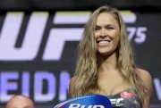 La vedette féminine du Ultimate Fightfing Championship Ronda... (Associated Press) - image 2.0