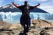 Le criminaliste devant un glacier en Bolivie, là... (Photo courtoisie) - image 2.0