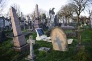 Sur nommé la «iGrave», cette pierre tombale en... (AFP, Leon Neal) - image 3.0