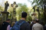 Un guide s'adresse aux visiteurs du cimetière Tower... (AFP, Leon Neal) - image 3.1