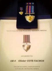 Olivier Côté-Vachon a récemment été décoré par l'OTAN... (Photo tirée de Facebook) - image 3.0