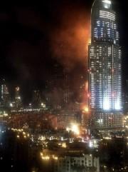 Un spectaculaire incendie a touché jeudi un hôtel... (PHOTO ANDREA DERMAN, AFP) - image 1.0