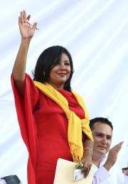 La mairesse Gisela Mota salue la foule lors... (AP, Tony Rivera) - image 1.0