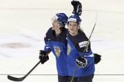 Antti Kalapudas (à gauche) et Sami Niku célèbrent... (AFP) - image 3.0