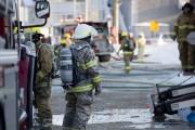 La quarantaine de pompiers appelés sur les lieux... (Stéphane Lessard) - image 2.0