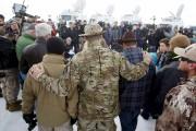 Des miliciens s'entretiennent avec les médias, au parc... (PHOTO JIM URQUHART, REUTERS) - image 1.0