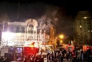 En Iran, des protestataires ont pris d'assaut et... (PHOTO REUTERS) - image 2.0