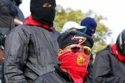 Des membres des milices pro-chavistes «colectivos», accusées par... (PHOTO CHRISTIAN VERON, REUTERS) - image 2.0