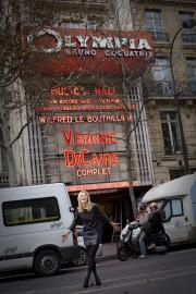 Véronic Dicaire devantla plus mythique des salles parisiennes,l'Olympia,... (PHOTO FOURNIE PAR L'ARTISTE) - image 2.0
