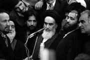 L'ayatollah Khomeini (au centre), guide spirituel de la... (PHOTO ARCHIVES AP) - image 3.0
