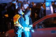 Un homme est arrêté par la police près... (PHOTO MARKUS BOEHM, ARCHIVES AFP/DPA) - image 3.0