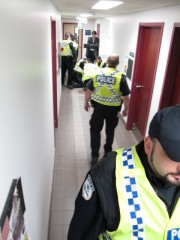 La scène de l'arrestation du professeur Thibault Martin.... (Courtoisie SPUQO) - image 1.0
