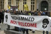 Certains manifestants brandissaient une grande pancarte «Mohammed not... (PHOTO NICOLAS MAETERLINCK, AFP) - image 2.0