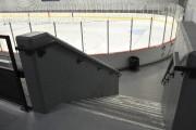 Un escalier mène à la patinoire.... (Photo Le Quotidien, Rocket Lavoie) - image 2.0