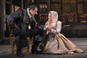 Patrice Robitaille (Cyrano) et Magalie Lépine-Blondeau (Roxanne) dans... (PHOTO YVES RENAUD, FOURNIE PAR LE THÉÂTRE DU NOUVEAU MONDE) - image 3.0