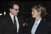 Pierre Karl Péladeau échange avec Josée Néron.... (Photo Le Quotidien, Rocket Lavoie) - image 1.1
