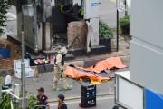 Les corps de victimes des attentats sont recouverts,... (PHOTO ROMEO GACAD, AFP) - image 4.1