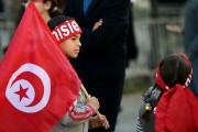 Des milliers de Tunisiens ont marqué jeudi avec... (PHOTO FETHI BELAID, AFP) - image 1.0