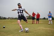 Des footballeurs sur le vert d'un parcours de... (Photo Eitan Abramovich, AFP) - image 1.0